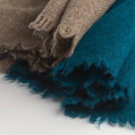Zweifarbiger Yak-Tuch in naturbraun und petrolblau