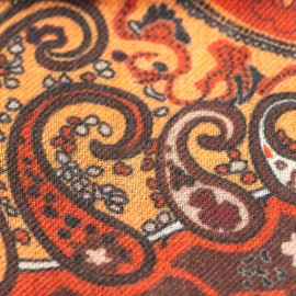 Paisley-Schal in Orange- und Rottönen