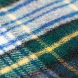 Grünes Tuch mit Schottenkaro