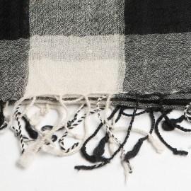 Kariertes schwarz-weißes Tuch aus Wolle