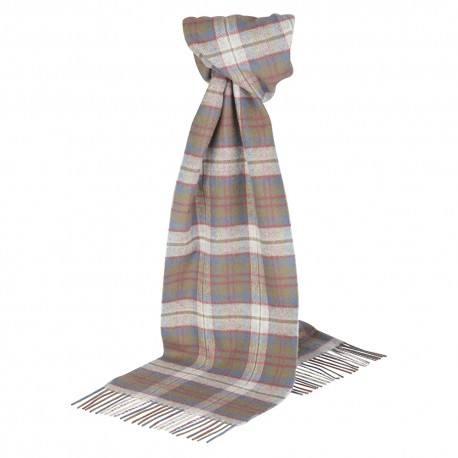 Ein silbergraues Tuch mit Schottenkaro