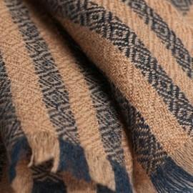 Gestreiftes Tuch in karamell und marineblau