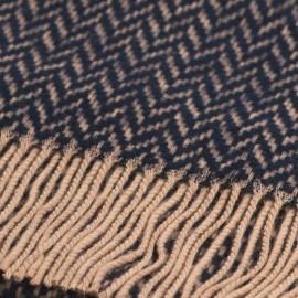 Schwarzes und hellbraunes Tuch mit Zick-Zack-Muster